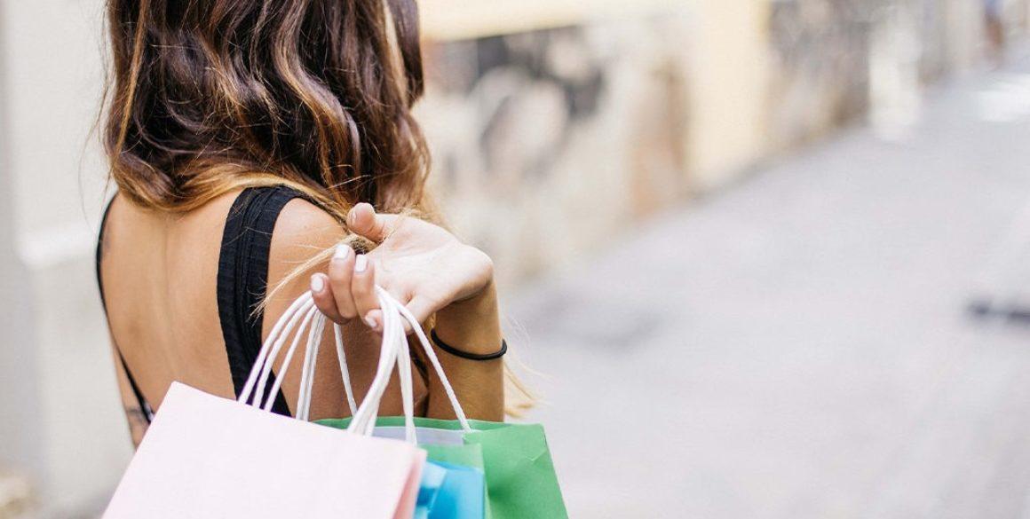 blu-girl-with-shopping-bags