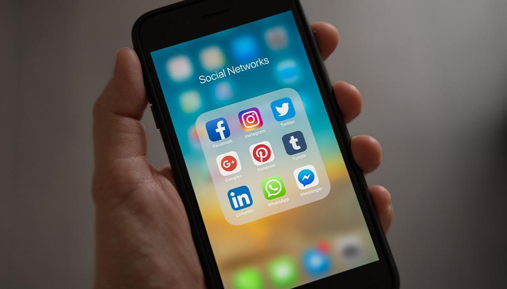 blu-social-media