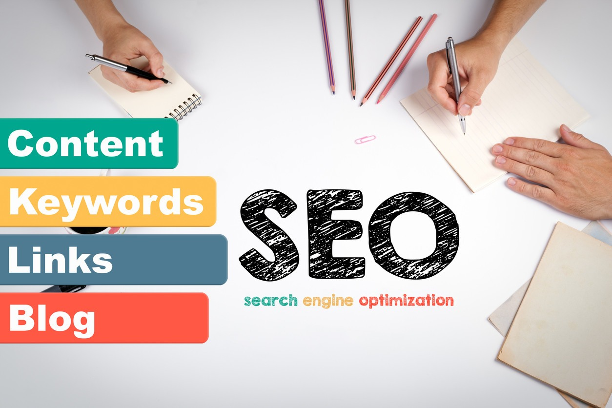 seo-components-concept-with-hands-writing-on-paper-around-edges